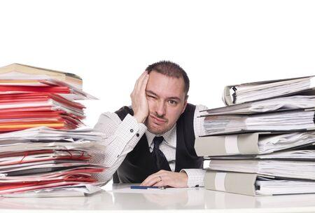 desorden: Hombre de trabajo duro en una oficina Foto de archivo