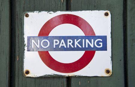 no parking: Port� no parking signe de Londres Banque d'images