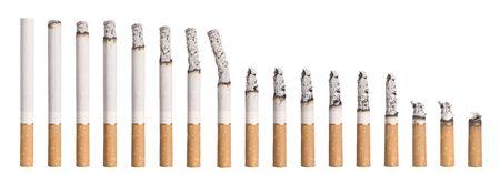 Timelapse - Burning sigaret geïsoleerd op wit Stockfoto