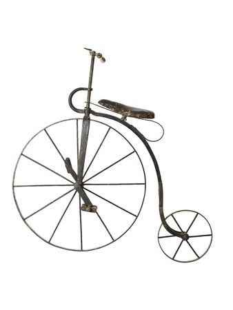 retro bicycle: Vieja bicicleta aislado en un fondo blanco