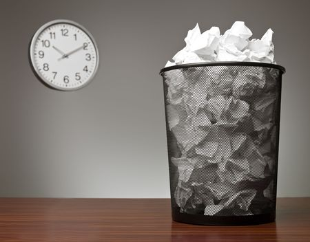 table scraps: Recycle Bin in an office Stock Photo