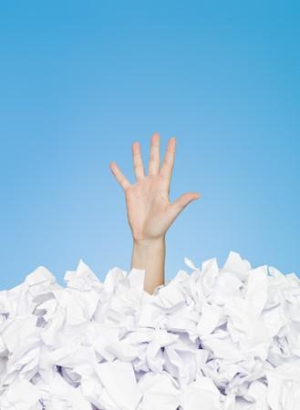 burocracia: A m�o humana enterrado em papel branco