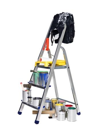 Perchero con latas de pintura y pinceles aislados en fondo blanco Foto de archivo - 8732136