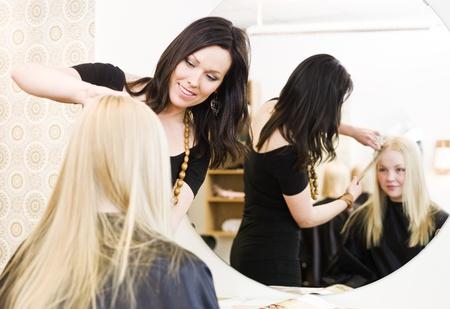 two stroke: Ni�a en la peluquer�a