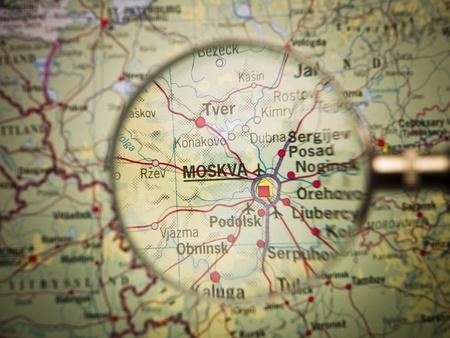 russland karte: Lupe vor einem Moskauer map