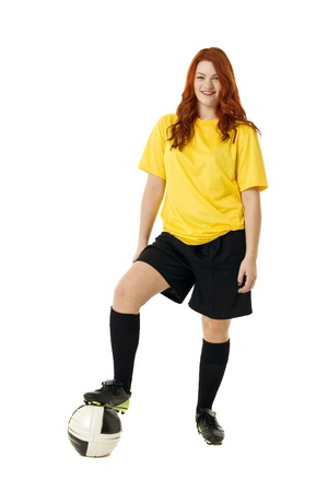 jugando futbol: Fútbol mujer aisladas sobre fondo blanco