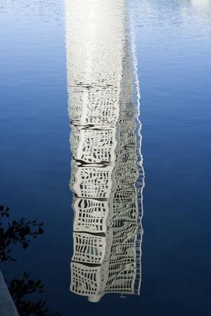 mirroring: Skyscraper mirroring in the water