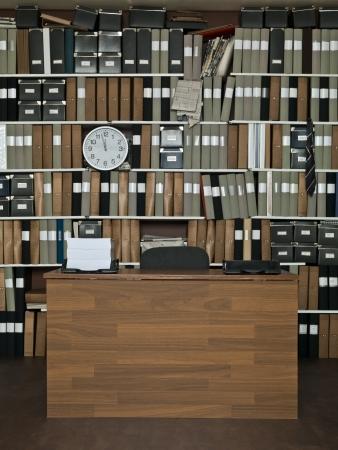 Stapel von Papieren im Büro