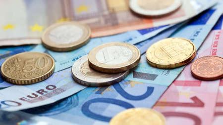fondos: Money euro coins and banknotes