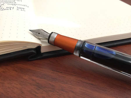 TWSBI 580AL fountain pen with a Rhodia journal. 版權商用圖片
