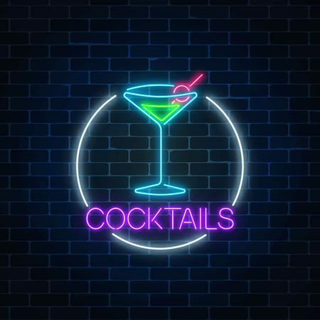 Neon cocktail sign in circle frame on dark brick wall background. Glowing gas advertising with glass of alcohol shake. Drinking canteen banner. Night club invitation. Vector illustration.  イラスト・ベクター素材