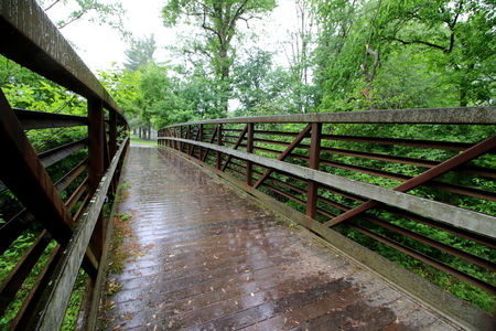 The footbridge on a rainy afternoon. Imagens