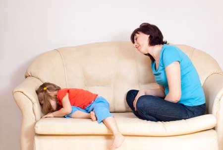 objecion: La ni�a estaba enojada con mi madre convertida Foto de archivo