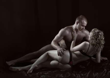 couple amoureux: Plan d'un couple passionn� d'amour. Banque d'images