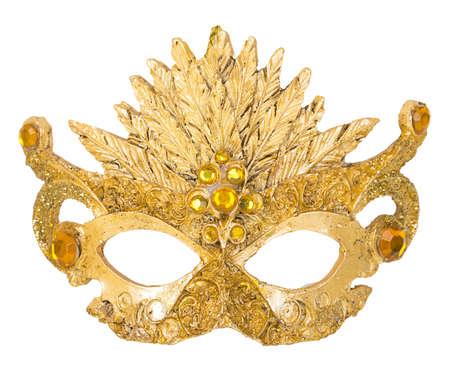 antifaz carnaval: Decoraci�n de la m�scara de oro en el �rbol de Navidad en el fondo blanco isoloated Foto de archivo