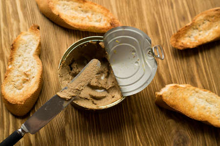 Liver pate on the bread on wooden board. Imagens
