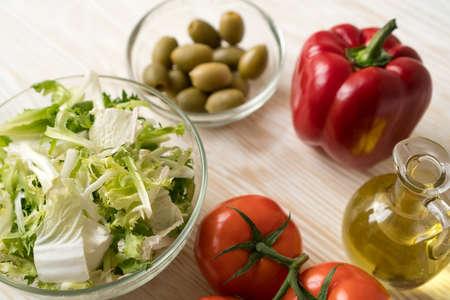 ingridients: Salad ingridients. Tomato, lettuce, paprika and olive oil.