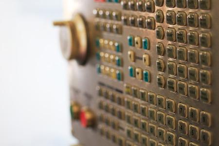 teclado num�rico: Cierre de vista de CNC teclado de la m�quina. enfoque selectivo. Foto de archivo