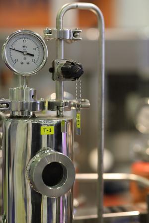 Stainless steel chemical equipment with pressure gauge. Standard-Bild - 118983715