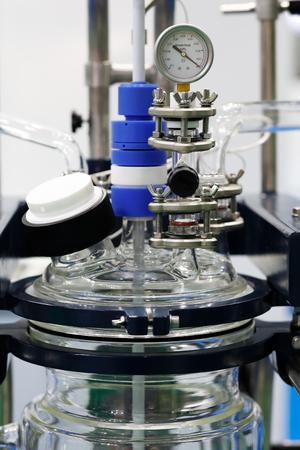 Vacuum controller of jacketed glass reactor unit Standard-Bild - 118983717