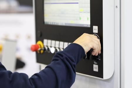 operator controls the work of the CNC machine Standard-Bild - 118983741