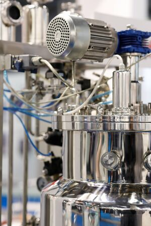 stainless steel chemical reactor with a rotation mechanism