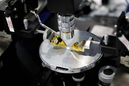 Manual probe system for RF test of semiconductor silicon wafers. Selective focus.