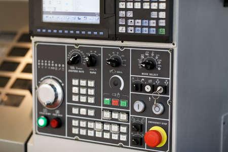 Control console of a CNC machining center. Selective focus. Banque d'images
