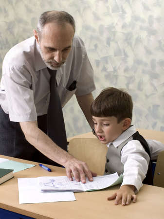 El profesor y el alumno en el aula  Foto de archivo - 2336718