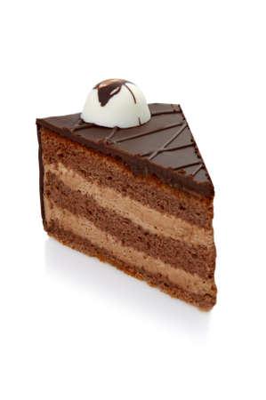 trozo de pastel: Trozo de pastel de chocolate con la guinda de fondo aislado blanco