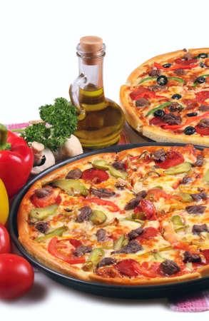Pizza und italienische Küche. Isolated on white Background. Standard-Bild - 9666677