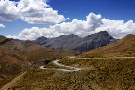 ladakh: Landscape with high mountains, road  and blue sky. Zanskar. Himalayan scenic. India. Stock Photo