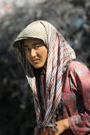 desprecio: Retrato de un joven de la aldea en la India