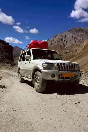 ladakh: Jeep rides on a mountain road  India, Ladakh Stock Photo