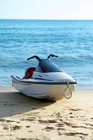 moto acuatica: Water jet-ski moto en la playa Foto de archivo