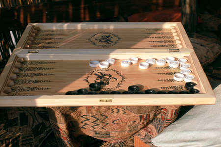 backgammon: backgammon - board  game