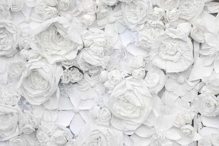 decoratieve achtergrond van wit papier bloemen van een papier-mache