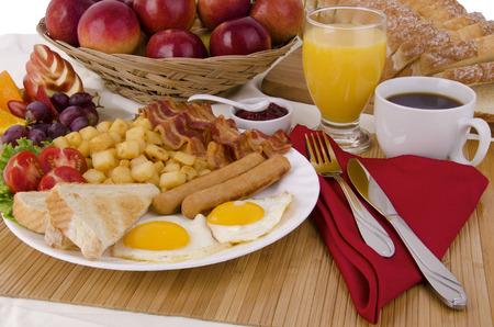 朝食用のテーブル