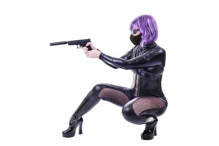 mujer con arma: Asesino atractivo Foto de archivo