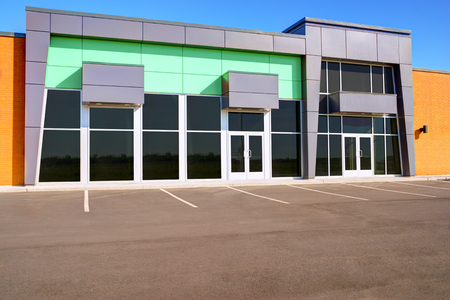 unoccupied: Unoccupied generic store front, business or professional office space.
