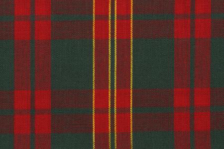 Gros plan sur un tissu tartan rouge et vert classique. Directement au dessus.