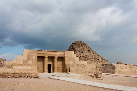 chephren: the Great Pyramid at Giza Plateau