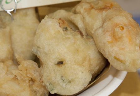 bign�: sale frittelle di baccal�, frittelle di baccal� con fiori di zucca