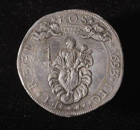 5 scudi - verso ID006- ancient silver coin of republic of genoa italy Banco de Imagens