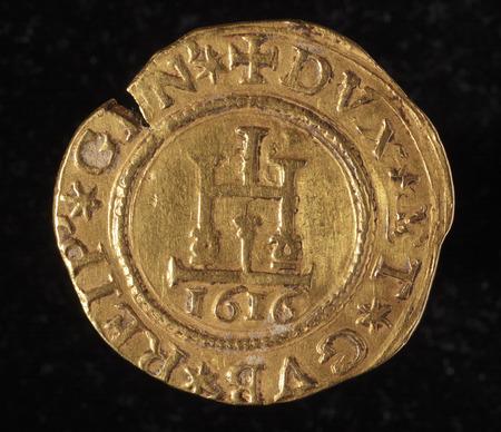 quadrupla - verso ID010 - ancient golden coin of republic of genoa italy Banco de Imagens