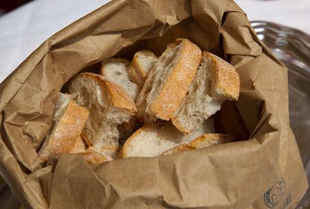bolsa de pan: slices of bread in organic paper bag
