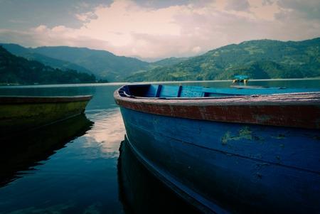 small boat at lake Banque d'images