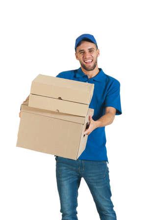 Junger stattlicher Kurier, der eine Anlieferung Standard-Bild - 37246269