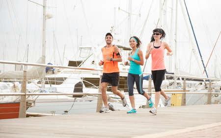 Group of happy runners enjoying some morning exercise Standard-Bild