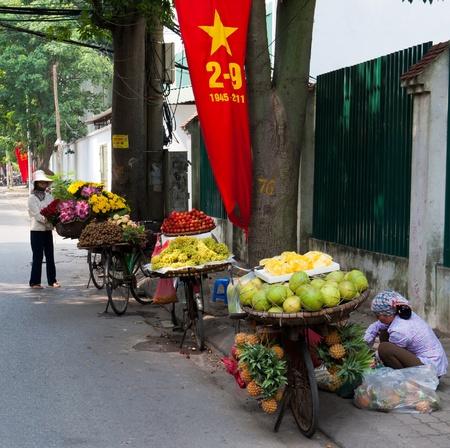 tay: Street Fruit Sellers Editorial